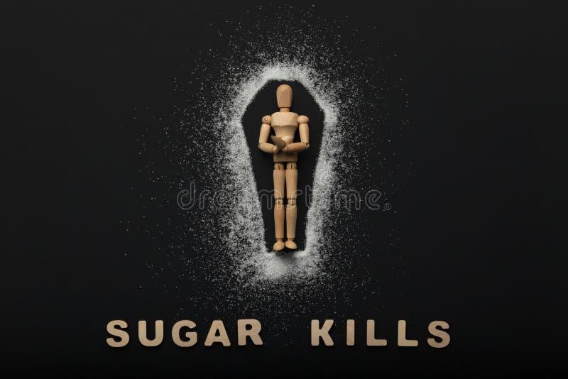 Ξύλινο μανεκέν στο φέρετρο φιαγμένο από ζάχαρη στο Μαύρο στοκ εικόνα με δικαίωμα ελεύθερης χρήσης