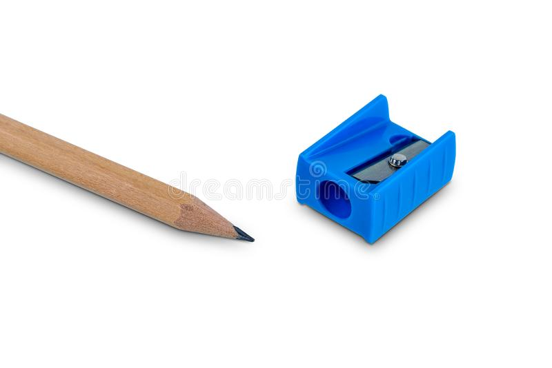 Ξύλινο μολύβι με το ακόνισμα των ξεσμάτων που απομονώνονται στο λευκό στοκ εικόνα με δικαίωμα ελεύθερης χρήσης