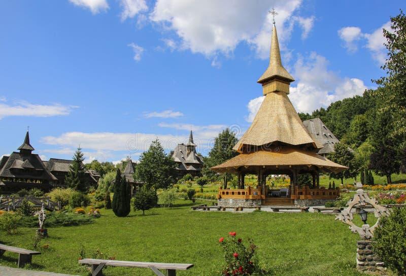 Ξύλινο μοναστήρι Barsana, Maramures, Ρουμανία στοκ εικόνες