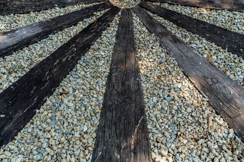 Ξύλινο πάτωμα με το γκρίζο αμμοχάλικο στοκ εικόνες