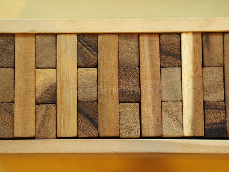Ξύλινο παιχνίδι φραγμών Ξύλινο παιχνίδι κύβων Contruction πύργων στοκ φωτογραφία με δικαίωμα ελεύθερης χρήσης