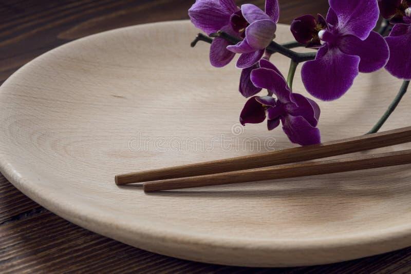 Ξύλινο πιάτο στοκ φωτογραφίες