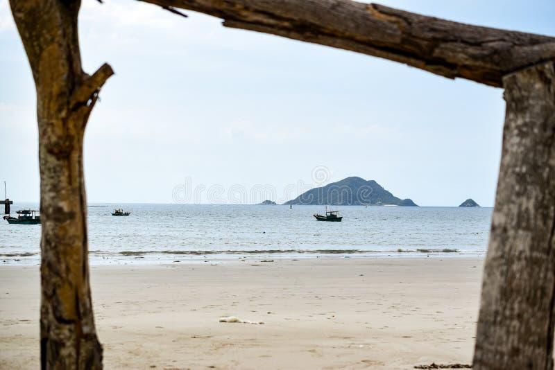 Ξύλινο πλαίσιο στην παραλία στο νησί dao con, Βιετνάμ στοκ φωτογραφία με δικαίωμα ελεύθερης χρήσης