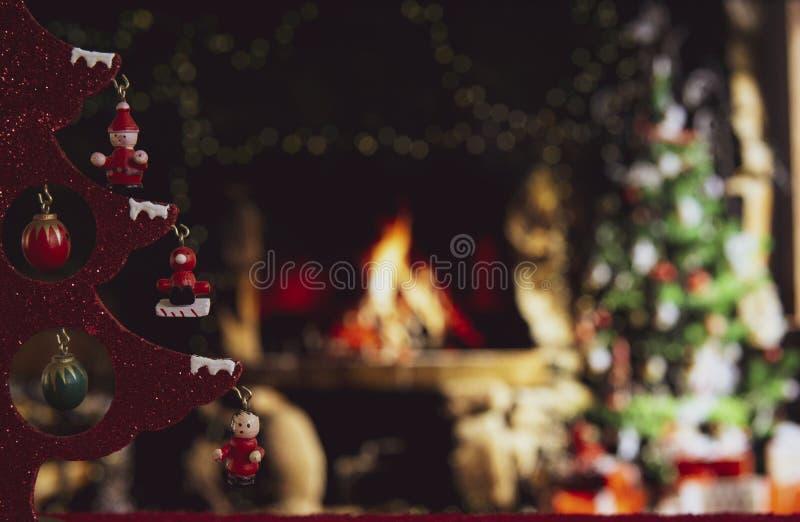 Ξύλινο τραπέζι με θαμπό χριστουγεννιάτικο φόντο στοκ φωτογραφία με δικαίωμα ελεύθερης χρήσης