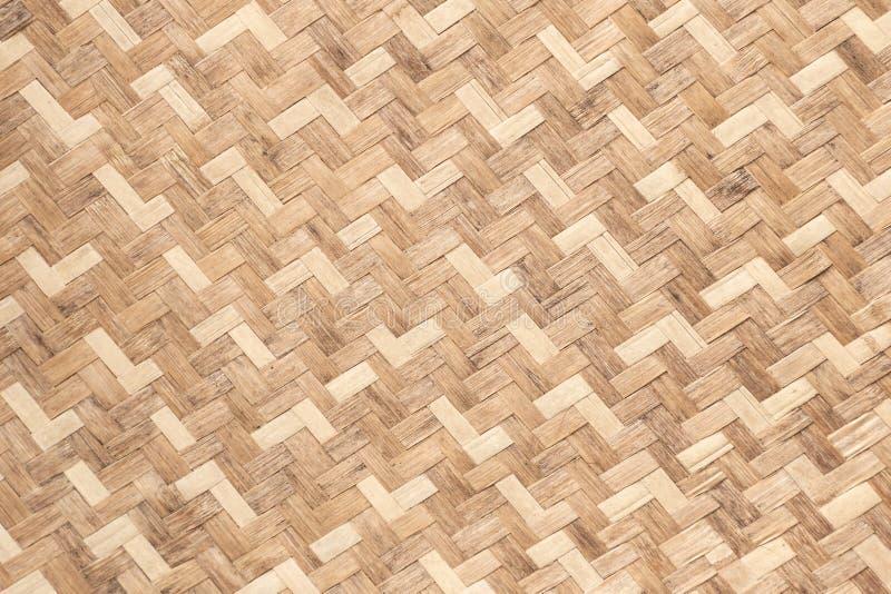 Ξύλινο υπόβαθρο σχεδίων σύστασης ύφανσης μπαμπού από το χειροποίητο καλάθι τεχνών στοκ εικόνα με δικαίωμα ελεύθερης χρήσης
