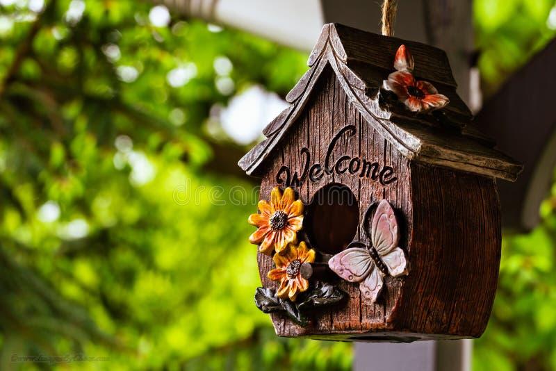 Ξύλινο birdhouse στοκ εικόνες