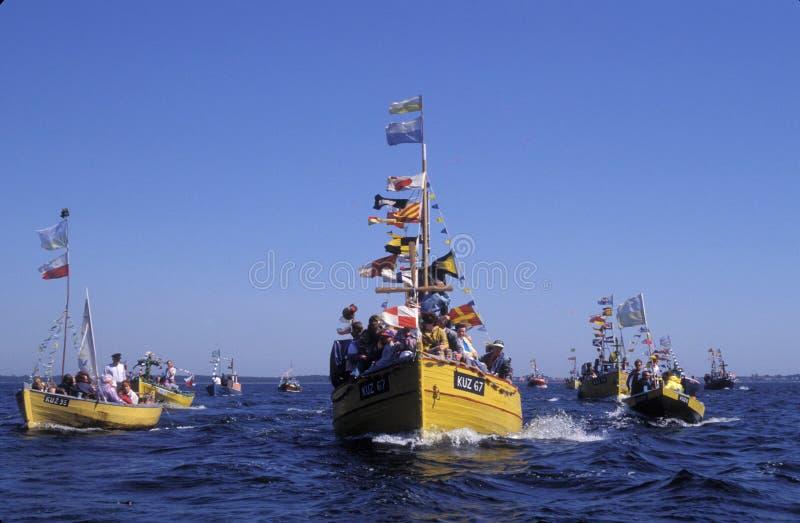 Ξύλινο fishboat κατά τη διάρκεια του προσκυνήματος κοντά σε Swarzewo στοκ εικόνα