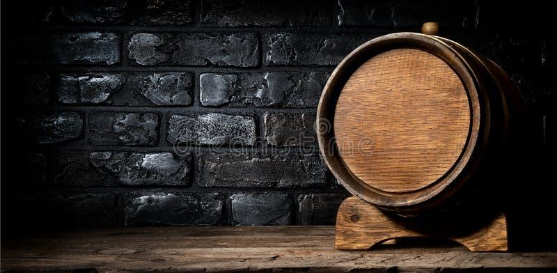 Ξύλινα βαρέλι και τούβλα στοκ εικόνες με δικαίωμα ελεύθερης χρήσης
