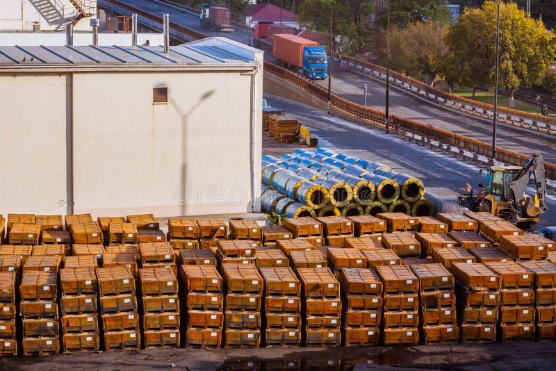 ξύλινα κιβώτια στο τερματικό φορτίου στοκ φωτογραφία