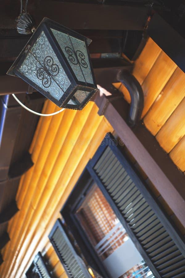 Ξύλινα φανάρια σπιτιών στοκ εικόνες