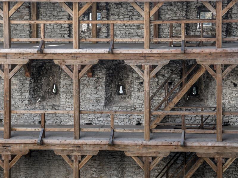 Ξύλινα arcades μέσα στο μεσαιωνικό κάστρο Ogrodzieniec στοκ φωτογραφία με δικαίωμα ελεύθερης χρήσης