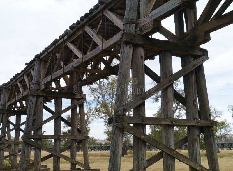 Ξύλινη αυστραλιανή γέφυρα ραγών στοκ φωτογραφία με δικαίωμα ελεύθερης χρήσης