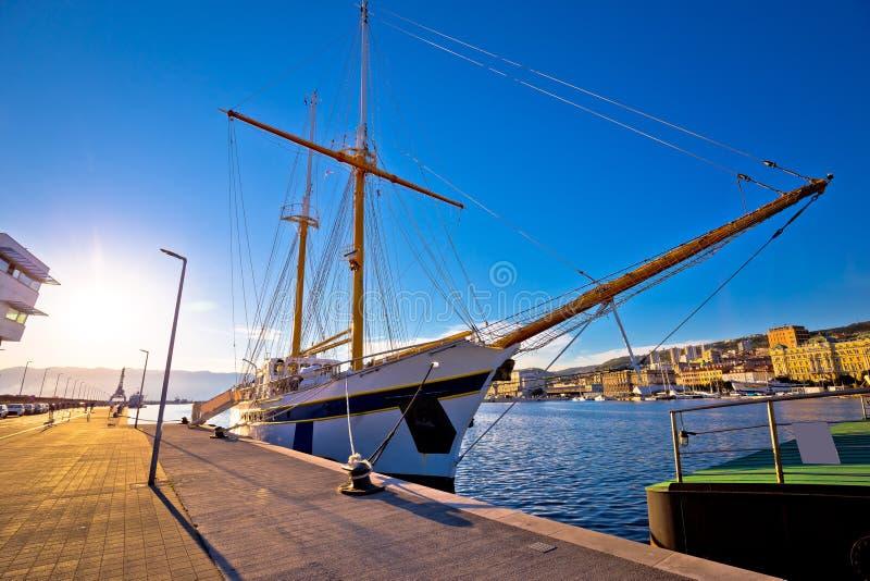 Ξύλινη βάρκα στο λιμάνι προκυμαιών του Rijeka στοκ φωτογραφία με δικαίωμα ελεύθερης χρήσης
