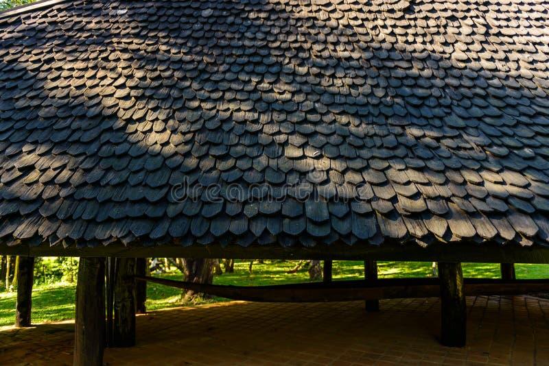 Ξύλινη λεπτομέρεια σχεδίων υλικού κατασκευής σκεπής στοκ φωτογραφία