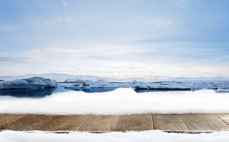 Ξύλινη διακόσμηση γραφείων και χειμώνα του χιονιού με το τοπίο παγετώνων στοκ φωτογραφίες με δικαίωμα ελεύθερης χρήσης