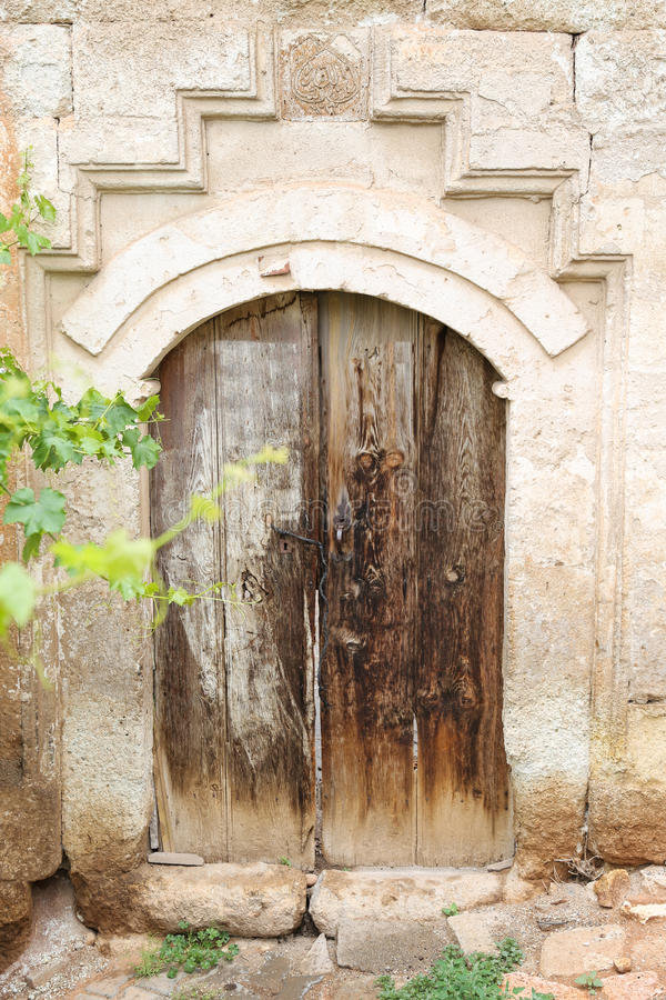 Ξύλινη πόρτα ενός τουρκικού παραδοσιακού σπιτιού στοκ εικόνες