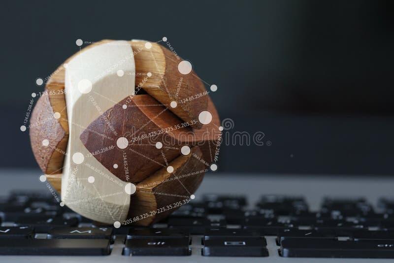 Ξύλινη σφαίρα σύστασης με το κοινωνικό διάγραμμα μέσων στοκ εικόνα με δικαίωμα ελεύθερης χρήσης