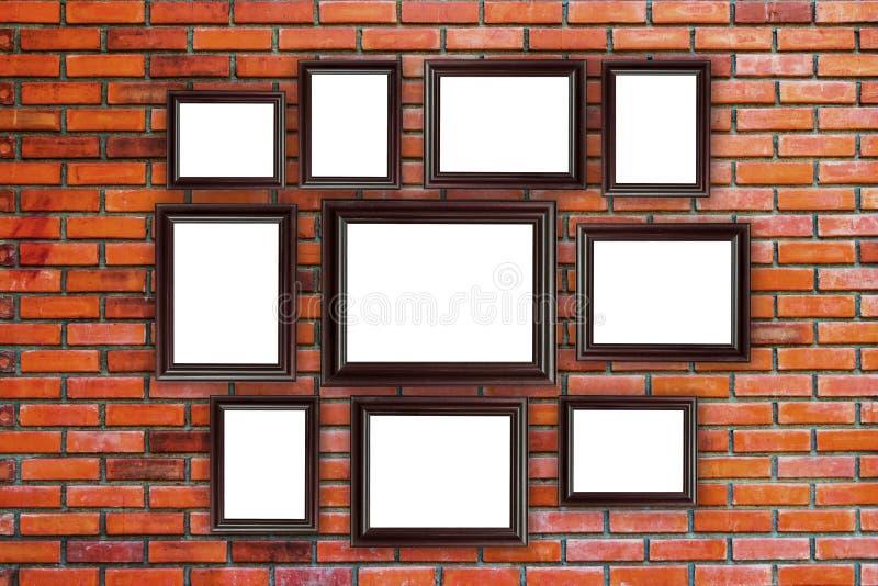 Ξύλινη φωτογραφία πλαισίων στον τούβλινο τοίχο στοκ φωτογραφίες με δικαίωμα ελεύθερης χρήσης