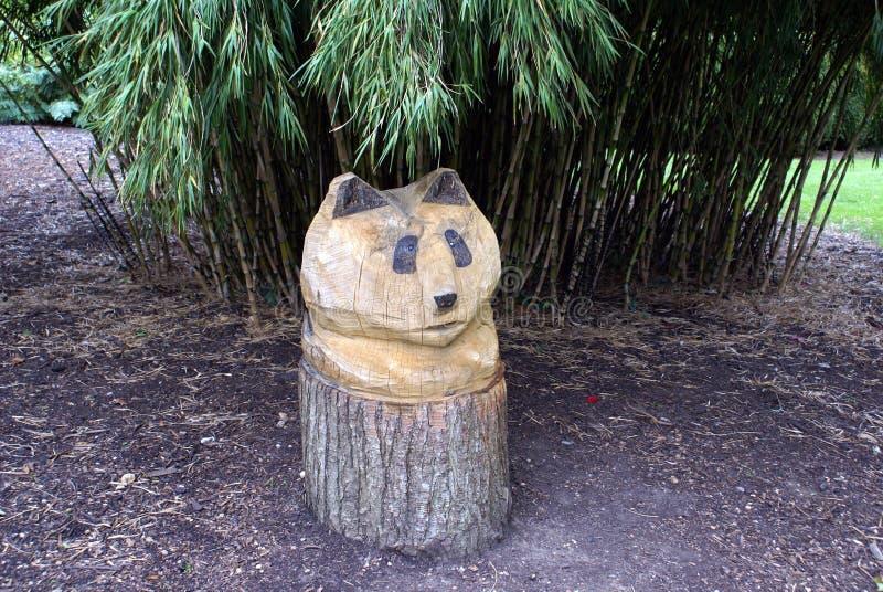 Ξύλινη χαράζοντας διακόσμηση κήπων γλυπτών της Panda στοκ φωτογραφία με δικαίωμα ελεύθερης χρήσης