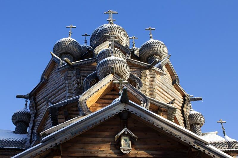 Ξύλινοι θόλοι με τους σταυρούς στοκ εικόνα με δικαίωμα ελεύθερης χρήσης