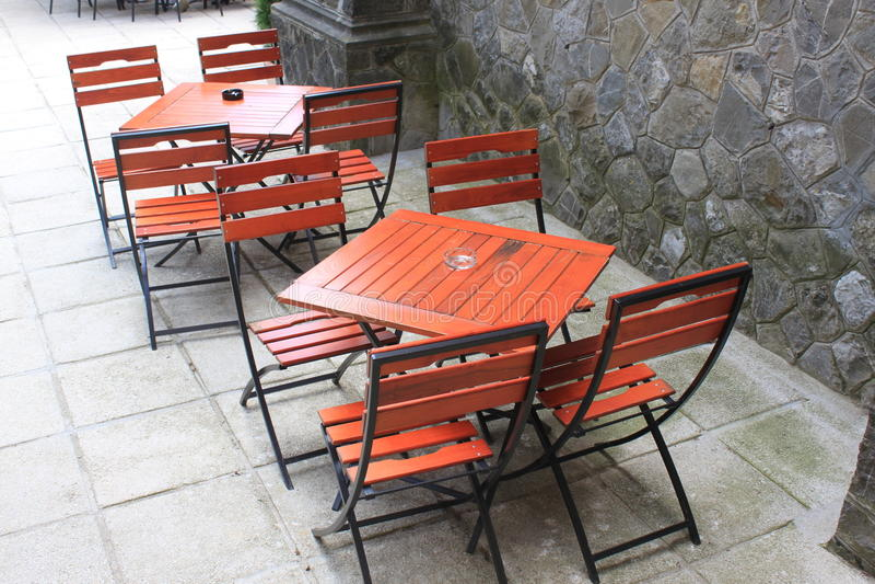 Ξύλινοι καρέκλες και πίνακες Στοκ Εικόνες