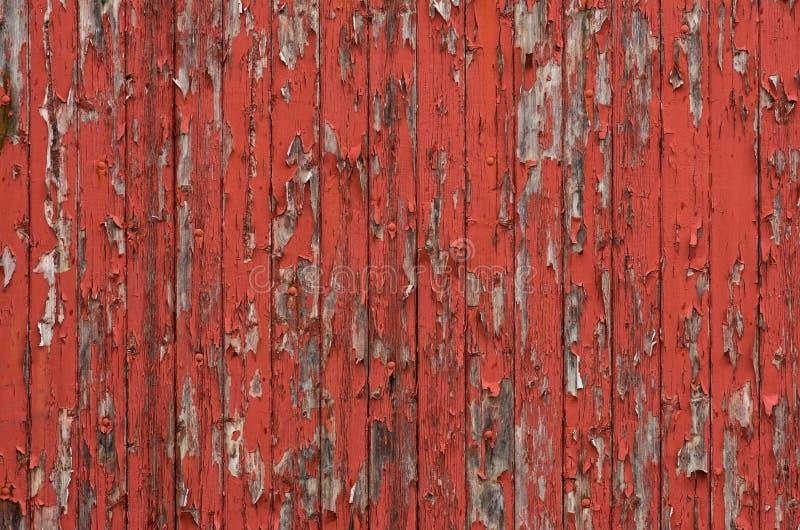 Ξύλινοι πίνακες με το ξεφλούδισμα του κόκκινου χρώματος στοκ εικόνες