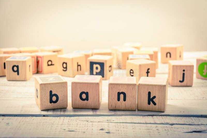 Ξύλινος κυβικός τραπεζών ` λέξης ` στο ξύλο στοκ εικόνες