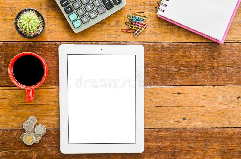Ξύλινο γραφείο με τον υπολογιστή ταμπλετών στοκ φωτογραφία με δικαίωμα ελεύθερης χρήσης