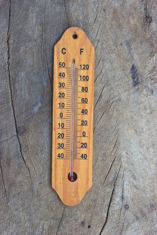 Ξύλινο θερμόμετρο στοκ εικόνα