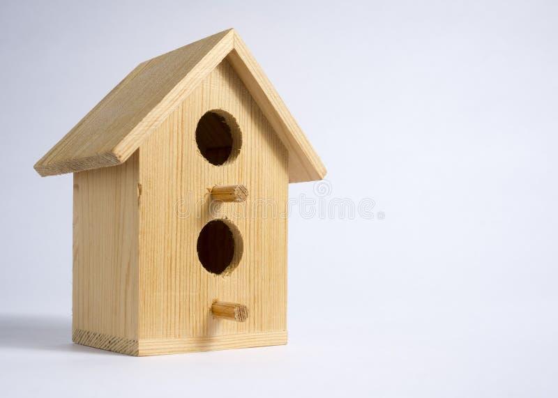 Ξύλινο διακοσμητικό διαμέρισμα πουλιών στοκ εικόνες
