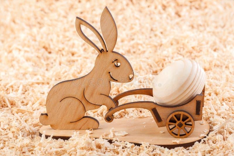 Ξύλινο κουνέλι Πάσχας στοκ φωτογραφία με δικαίωμα ελεύθερης χρήσης