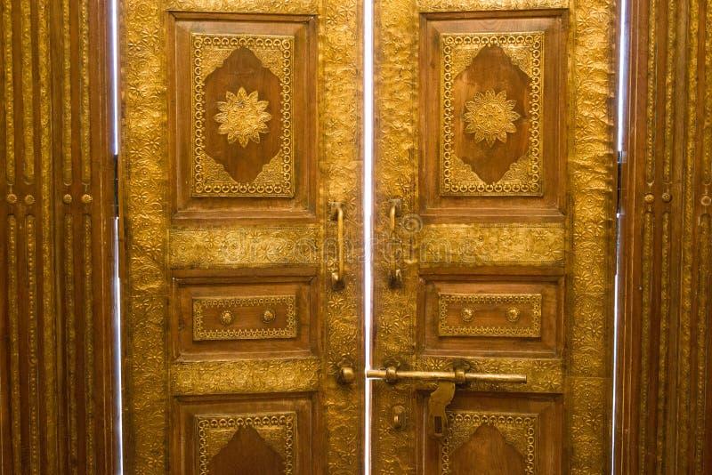 Ξύλινο παλαιό εκλεκτής ποιότητας υπόβαθρο πορτών στοκ εικόνα