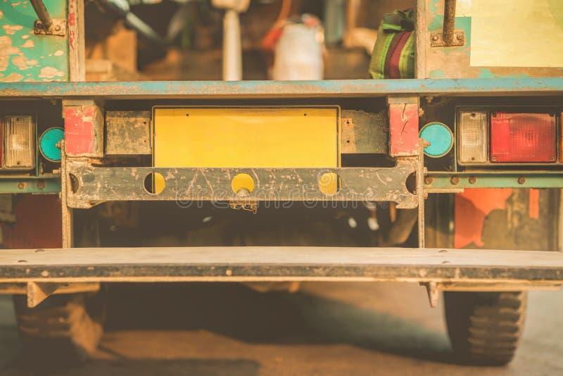 Ξύλινο παλαιό λεωφορείο σε αγροτικό στοκ φωτογραφία με δικαίωμα ελεύθερης χρήσης