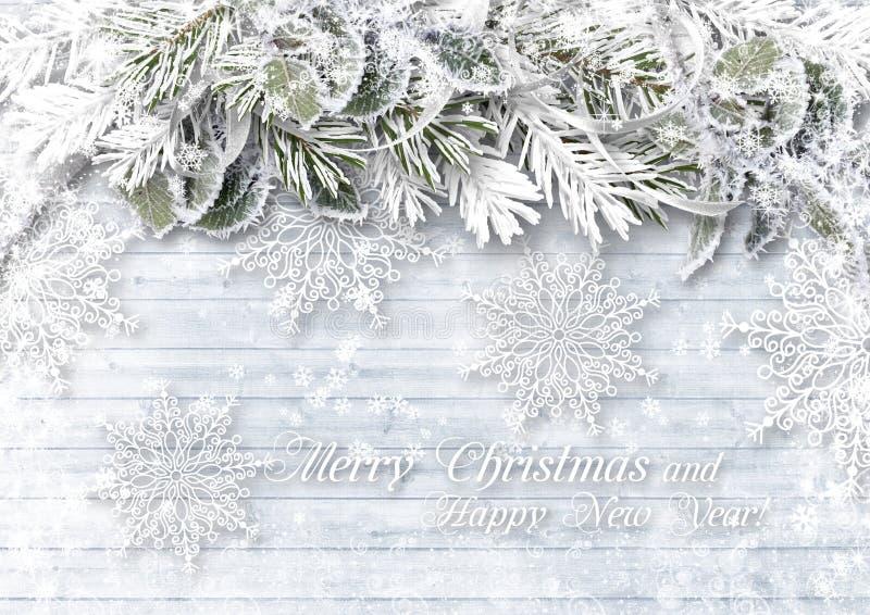 Ξύλινο υπόβαθρο με τα σύνορα Χριστουγέννων και λεπτά snowflakes στοκ εικόνα