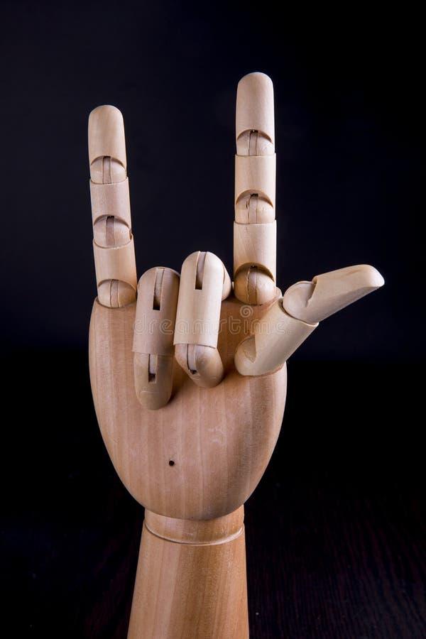 Ξύλινο χέρι σε ένα σκοτεινό υπόβαθρο στοκ φωτογραφίες με δικαίωμα ελεύθερης χρήσης