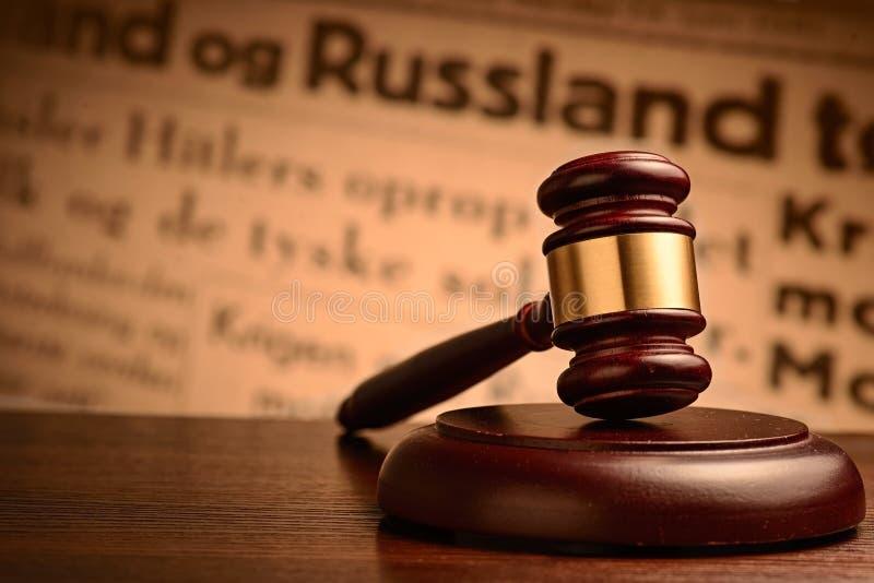 Ξύλινο gavel σε ένα δικαστήριο ή έναν Οίκο Δημοπρασιών στοκ φωτογραφία