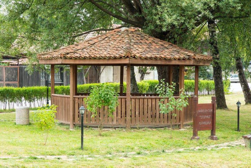 Ξύλινο gazebo στο πάρκο Koprivshtitsa, Βουλγαρία στοκ φωτογραφία με δικαίωμα ελεύθερης χρήσης