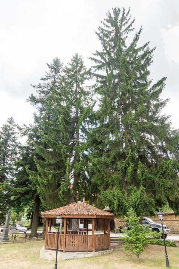 Ξύλινο gazebo στο πάρκο Koprivshtitsa, Βουλγαρία στοκ εικόνες