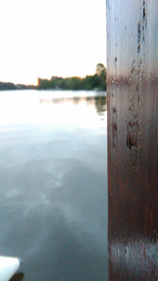 Ξύλο δίπλα στο νερό στοκ εικόνες