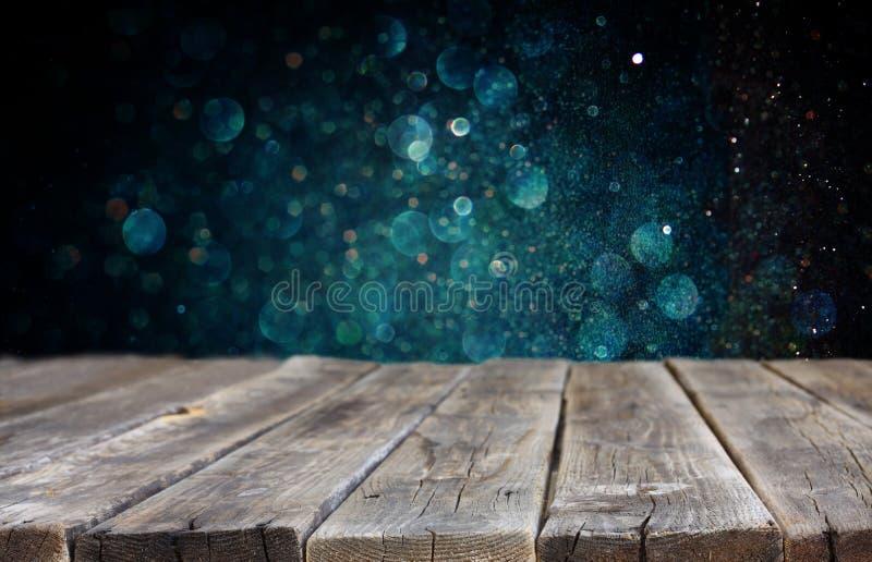 Ξύλο baord και σκούρο μπλε φω'τα bokeh στο υπόβαθρο