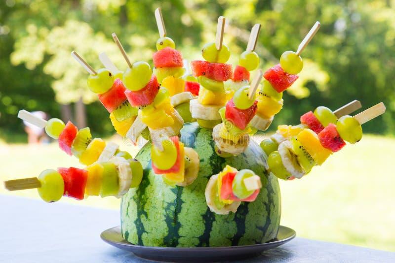 Οβελίδια καρπουζιών και φρούτων στοκ φωτογραφία με δικαίωμα ελεύθερης χρήσης