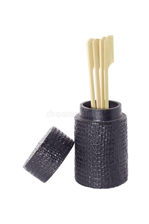 Οβελίδιο και οδοντογλυφίδα στο μαύρο κάτοχο που απομονώνεται στο λευκό στοκ φωτογραφία με δικαίωμα ελεύθερης χρήσης