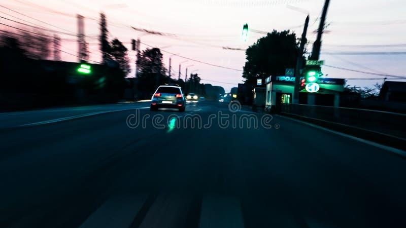 Οδήγηση αυτοκινήτων στην εθνική οδό, ταχύτητα nightlife Επίδραση Fisheye στοκ φωτογραφίες