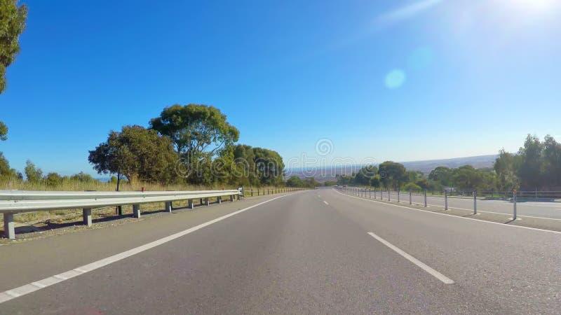 Οδήγηση κατά μήκος του αυτοκινητόδρομου με τις φυσικές απόψεις της Νότιας Αυστραλίας Willunga στοκ φωτογραφία με δικαίωμα ελεύθερης χρήσης