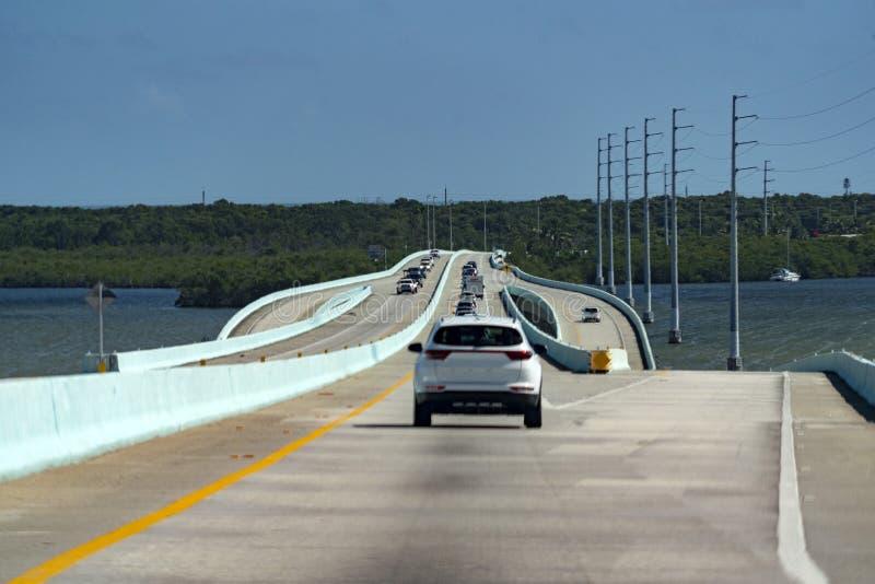 Οδήγηση στη βασική εθνική οδό της δυτικής Φλώριδας στοκ φωτογραφία με δικαίωμα ελεύθερης χρήσης