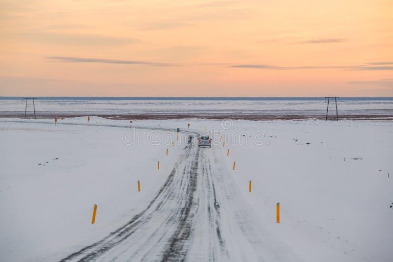 Οδήγηση στο δρόμο της Ισλανδίας στο εθνικό πάρκο Vatnajokull jokulsarlon στοκ εικόνα με δικαίωμα ελεύθερης χρήσης