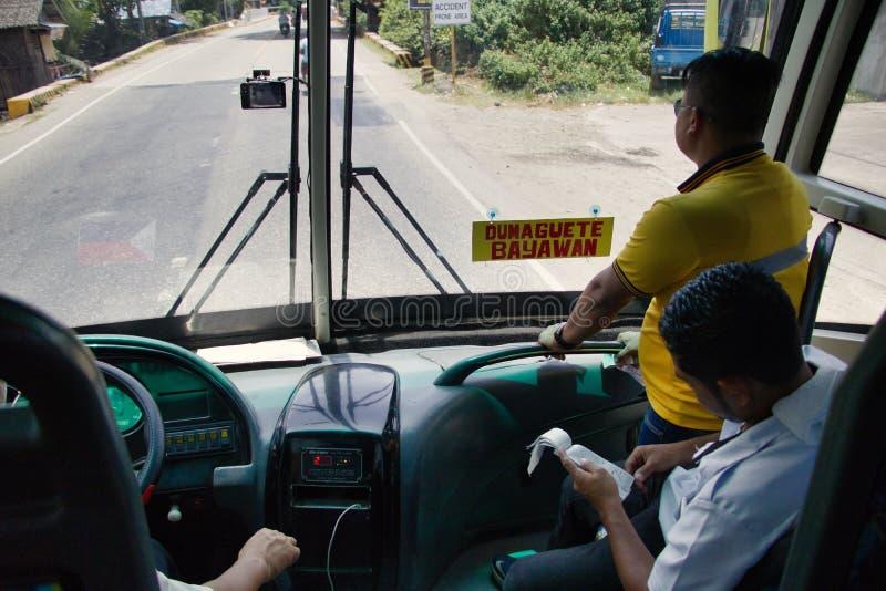Οδήγηση του λεωφορείου σκαφών της γραμμής Ceres σε Dumaguete από Bayawan στοκ εικόνες