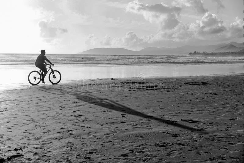 Οδήγηση του ποδηλάτου μου στην παραλία στοκ φωτογραφία με δικαίωμα ελεύθερης χρήσης
