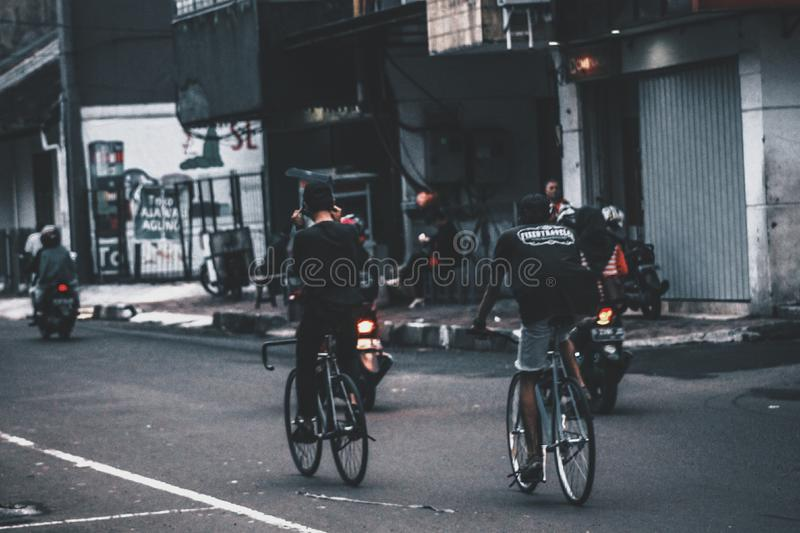 Οδήγηση του ποδηλάτου στοκ εικόνες με δικαίωμα ελεύθερης χρήσης