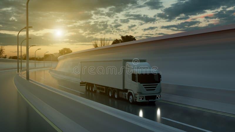 Οδήγηση φορτηγών σε μια εθνική οδό στο ηλιοβασίλεμα αναδρομικά φωτισμένο από μια φωτεινή πορτοκαλιά ηλιοφάνεια κάτω από έναν δυσο στοκ εικόνες